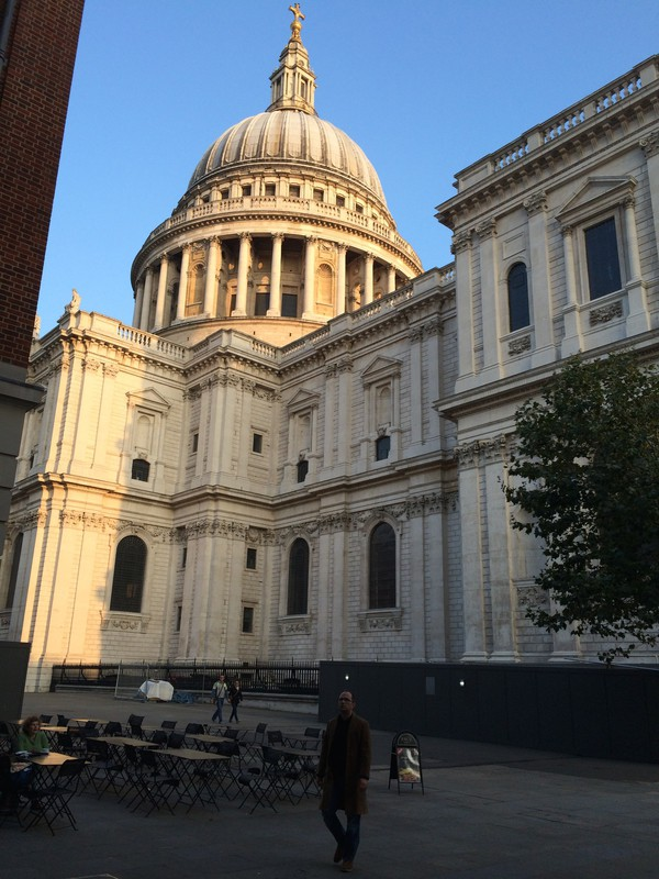St Pauls' Cathedral on a sunny day