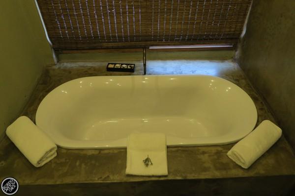 Kwena Hut Bath Tub